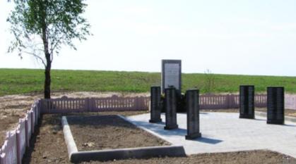 д. Дужевка Чаусского р-на. Братская могила на околице села, в которой похоронено 816 воинов.