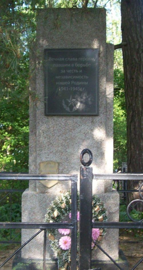 д. Ковгары Осиповичского р-на. Памятник на кладбище был установлен в 1976 году на братской могиле, в которой похоронено 3 советских воина, погибших в 1944 году.