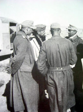 Фриц Байерлейн с офицерами. Северная Африка. 1942 г.