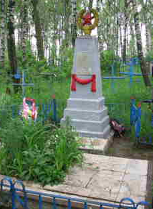 д. Старое Высокое Шкловского р-на. Памятник, установленный на братской могиле в 1958 году, в которой похоронено 31 советский воин, погибший в годы войны.