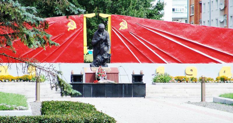г. Горки. Памятник на месте гибели 10 тысяч жертв фашизма.