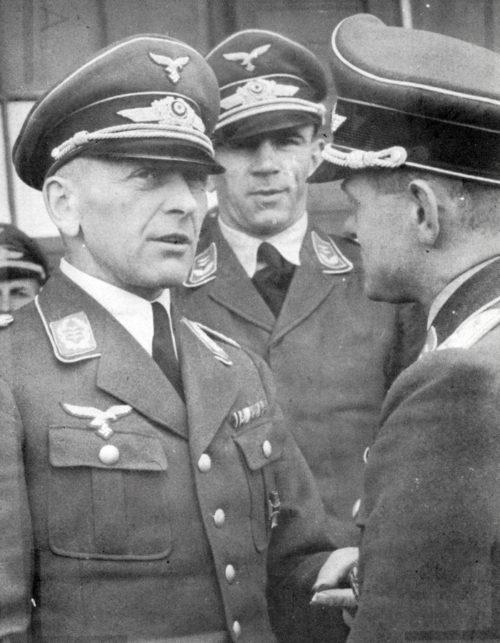 Бруно Бройер среди офицеров. 1940 г.