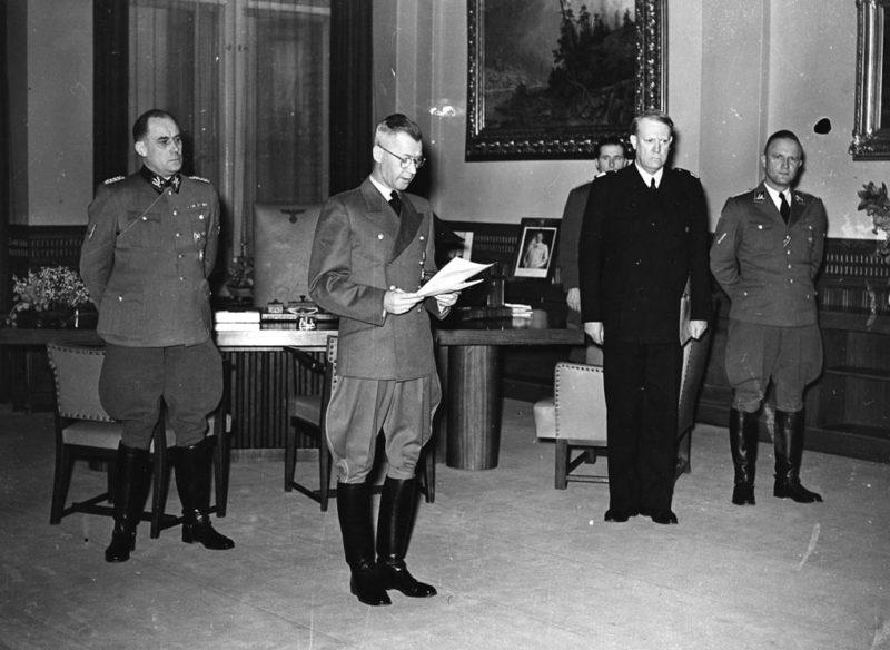 Йозеф Тербовен и Видкун Квислинг. Осло. 1942 г.