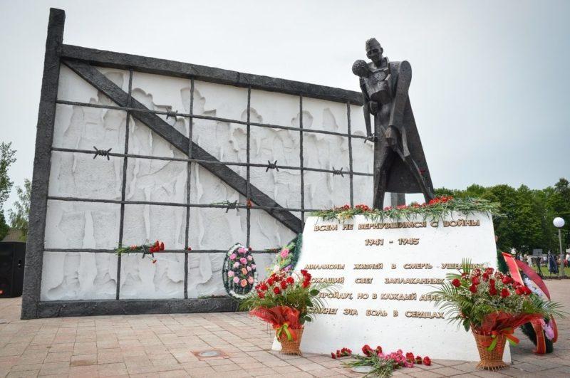 г. Бобруйск. Памятник, установленный на братской могиле 18 655 советских во¬еннопленных, в т.ч. 18 464 неизвестных, сожженных и расстрелянных в казарме Бобруйской крепости в ноябре 1941 г.