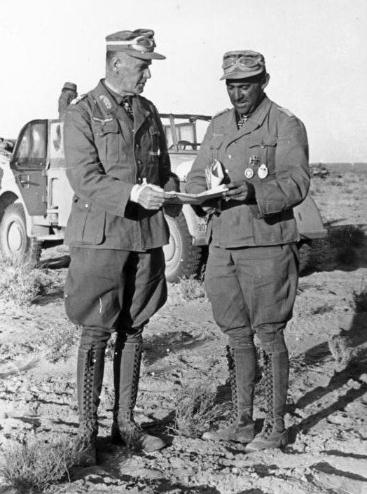 Фриц Байерлейн и генерал Людвиг Крювель. Северная Африка. 1942 г.