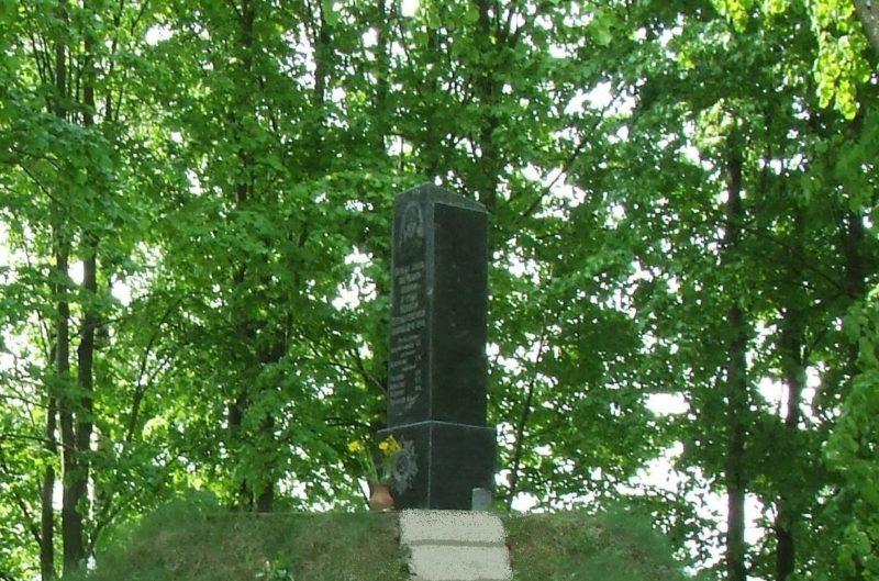 д. Ходнево Могилевского р-на. Братская могила на окраине села, в которой похоронено 44 воина, в т.ч. 12 неизвестных.