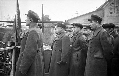 Митинг на заводе «Красное Сормово» по случаю присуждения заводу знамени Государственного комитета обороны. 1944 г.
