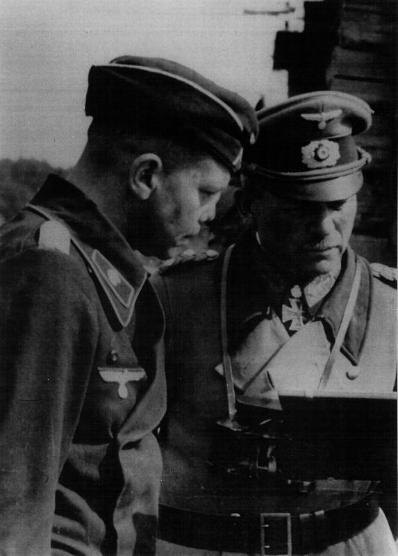 Гейнц Гудериан и полковник Генрих Эбербах у карты. 1941 г.
