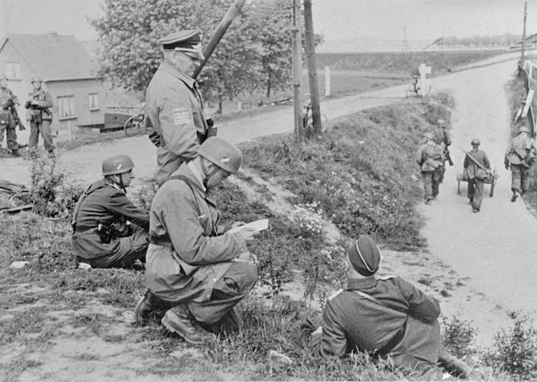 Бруно Бройер на плацдармах в Моердейке. 1940 г.
