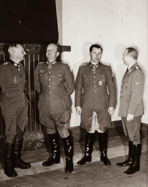 Герберт Гилле, Теобальд Гельмут, Леон Дегрель и Отто Дитрих после награждения. 1944 г.