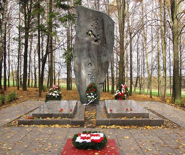 д. Ленино Горецкого р-на. Памятник на братских могилах под Ленино, где похоронено 1 711 советских и 502 польских воинов, погибших в 1943 году.