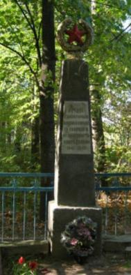 д. Исакова Буда Чаусского р-на. Братская могила на сельском кладбище.