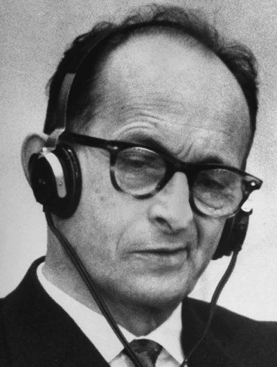 Адольф Эйхман на судебном процессе. 1961 г.