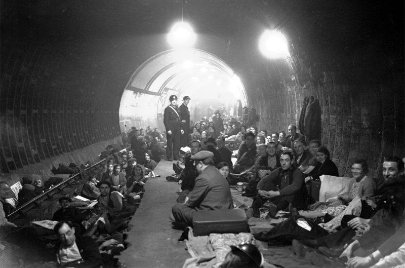 Станция метро «Aldwych» во время налета. 8 октября 1940 г.