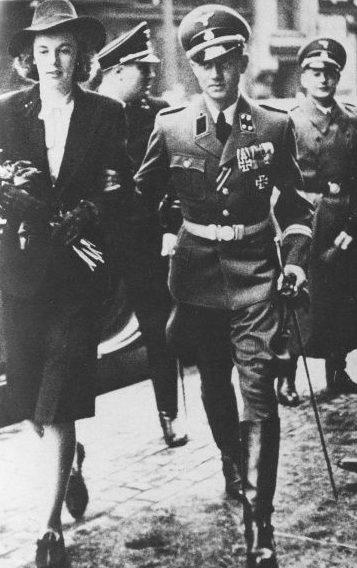 Вальтер Шелленберг с женой. 1942 г.