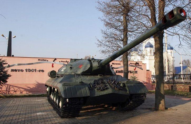 Памятник-танк ИС-3 на Алее Героев.