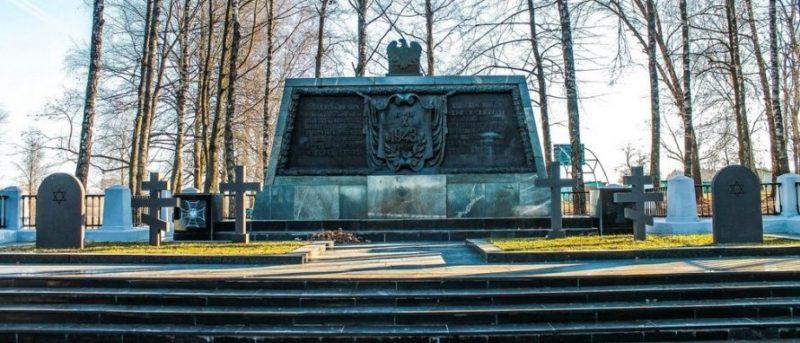 д. Ленино Горецкого р-на. Польское военное кладбище с памятной плитой, которая была установлена в 1968 году.