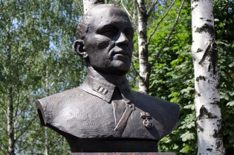 г. Могилев. Бюст полковнику С.Ф. Кутепову – командиру 388-го стрелкового корпуса, герою обороны города.