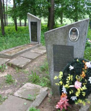 д. Каменка Чаусского р-на. Братская могила на сельском кладбище, в которой похоронено 48 воинов.