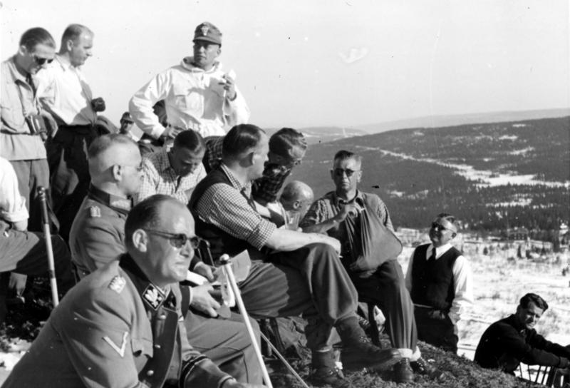 Йозеф Тербовен и Курт Далюге на базе горных егерей.1942 г.