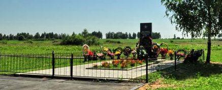 г. Костюковичи, ст. Коммунары. Памятник, установленный в 2009 году на месте расстрела 380 евреев 3 сентября 1942 г.