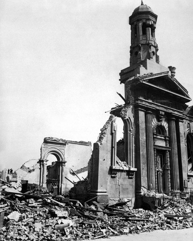 Руины в городе. Апрель 1941 г.