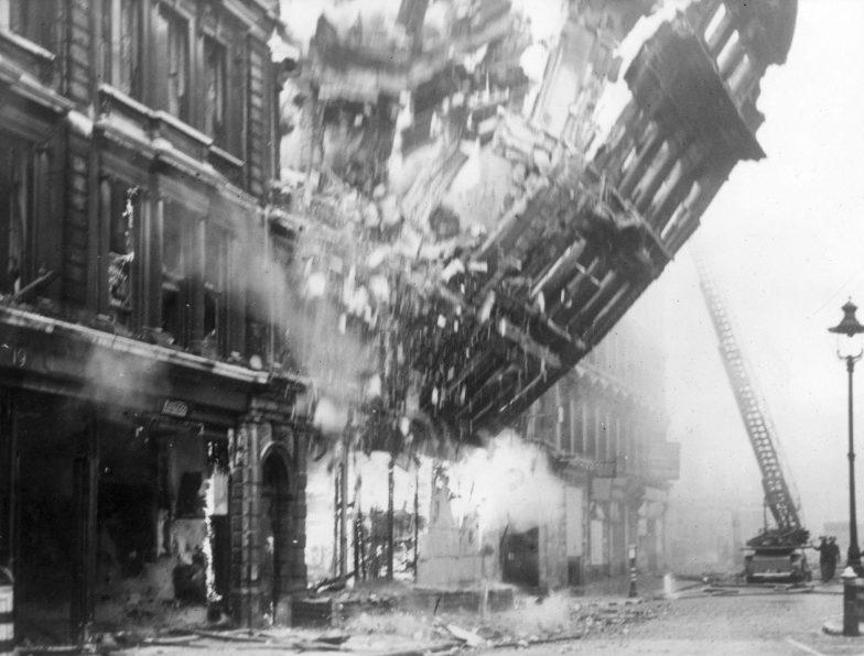 Обрушение стены здания офиса «Международной армии спасения». 10 мая 1941 г.