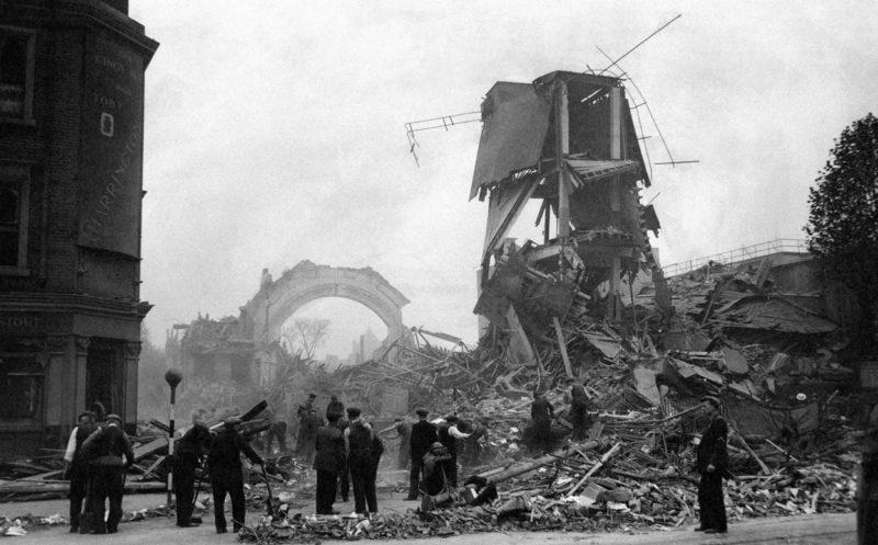 Разрушенная улица. 16 октября 1940 г.