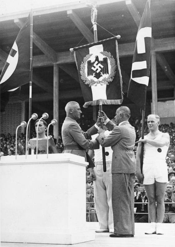 Вильгельм Фрик на отркрытии соревнования по ггиимнастике. 1938г.