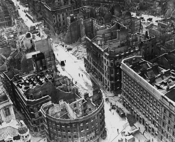 Поврежденные здания на Кэннон-стрит. 29 мая 1941 г.