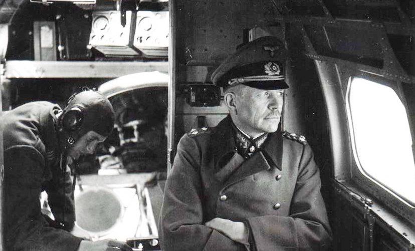 Гейнц Гудериан в самолете. 1943 г.