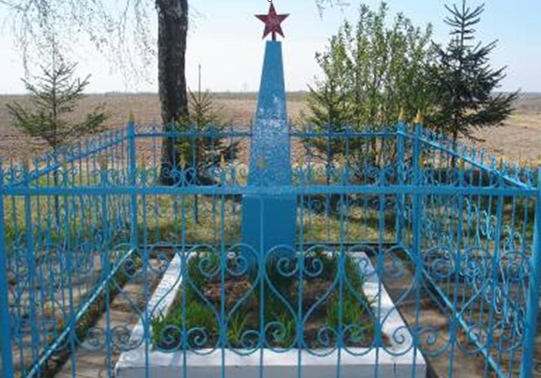 д. Бирюли Краснопольского р-на. Памятник, установленный на братской могиле, в которой похоронено 5 советских воинов, погибших в 1941 году.