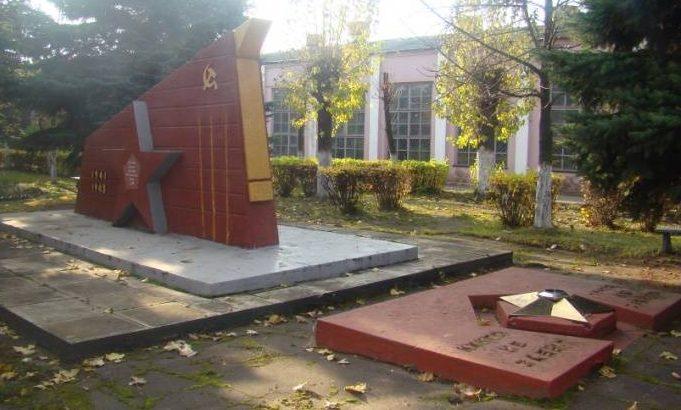 г. Бобруйск. Обелиск погибшим рабочим машиностроительного завода.