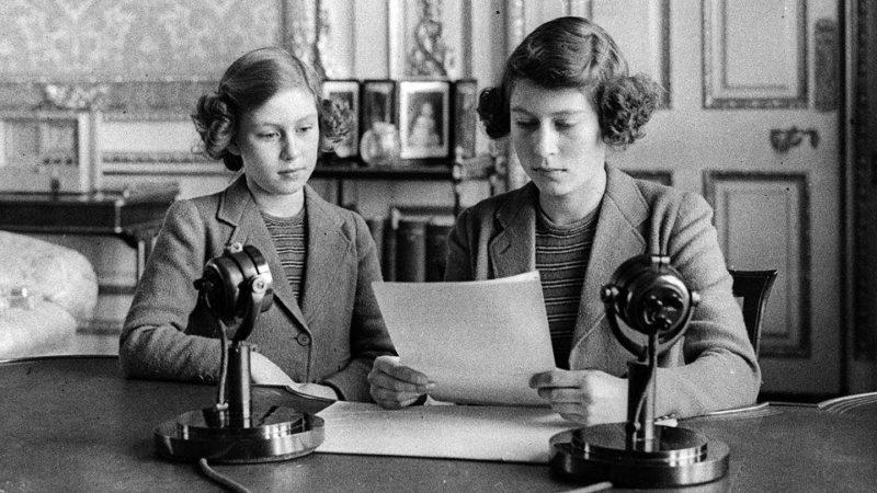 Принцесса Элизабет во время первого выступления в эфире. 22 октября 1940 г.