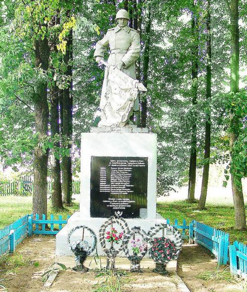 д. Панкратовка Горецкого р-на. Памятник, установленный на братской могиле, в которой похоронено 59 советских воина, в т.ч. 44 неизвестных.