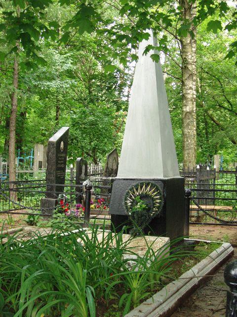 г. Могилев. Памятник на Машековском кладбище установлен в 1965 году на братской могиле, в которой похоронено 34 советских воина, погибших при освобождении города.