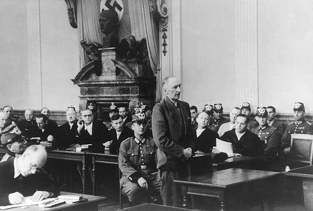 Эрвин фон Вицлебен на нацистском суде. 1944 г.