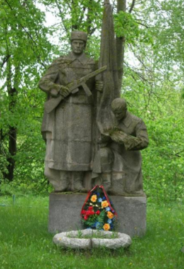 д. Красница Чаусского р-на. Братская могила на сельском кладбище, в которой похоронено 40 воинов.