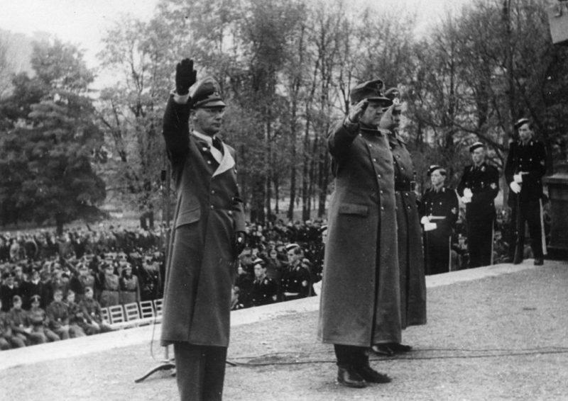 Йозеф Тербовен приветствует норвежскую политическую партию. 1943 г.