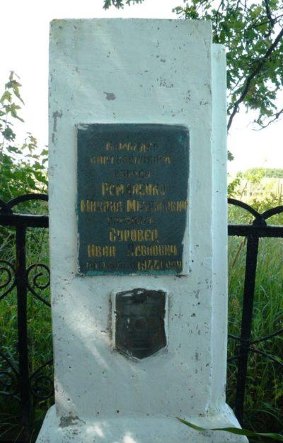 д. Осередок Осиповичского р-на. Памятник был установлен в 1967 году на братской могиле, в которой похоронено 2 партизана, погибших в 1944 году.
