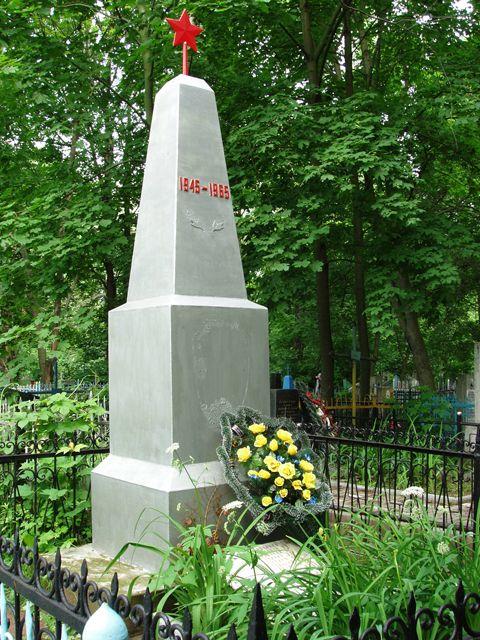 г. Могилев. Памятник на Машековском кладбище установлен в 1965 году на братской могиле, в которой похоронен 31 советский воин, погибший при освобождении города.