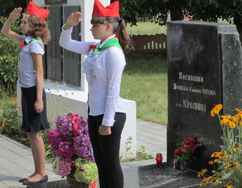 д. Красница Чаусского р-на. Мемориальный комплекс в память о заживо сожженных 857 мирных жителях 17 июля 1942 года.