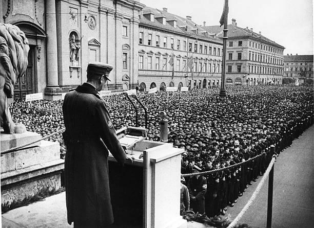 Эдуард Дитль на параде. Мюнхен. 1943 г.