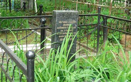 г. Могилев. Памятник на Машековском кладбище установлен в 1965 году на братской могиле, в которой похоронено 8 советских воинов, погибших в годы войны.