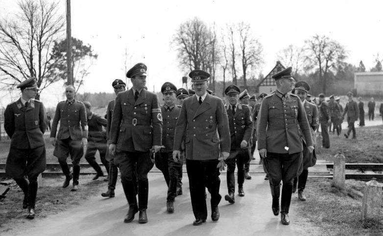 Вальтер Буле, Вильгельм Кейтель, Адольф Гитлер и Альберт Шпеер. 1942 г.