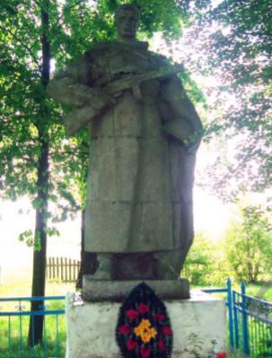 д. Кутня Чаусского р-на. Братская могила на сельском кладбище.