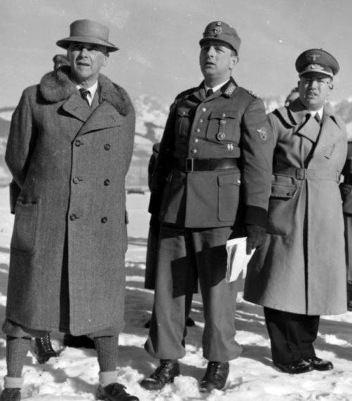 Вильгельм Фрик и гаулейтер Хофер на стрелковом полигоне. 1939 г.