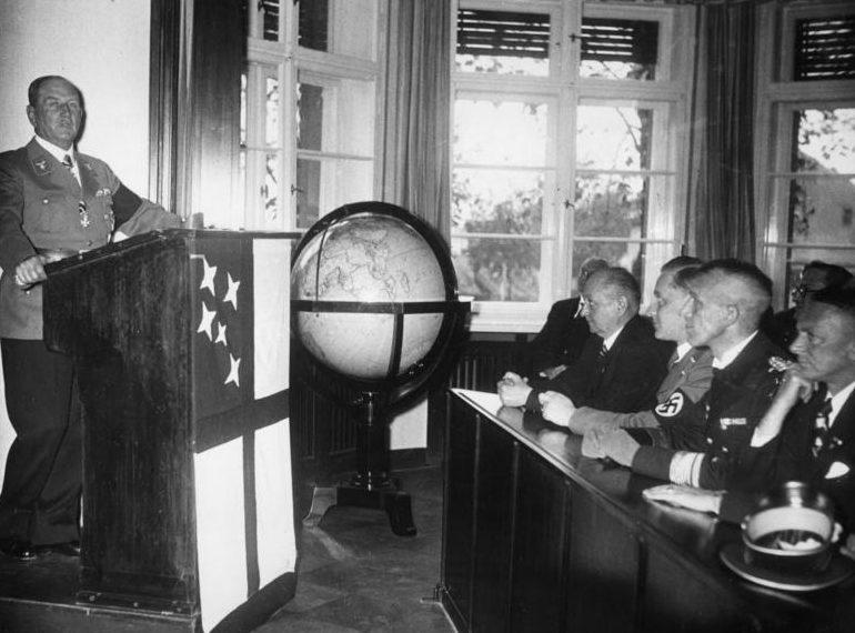 Франц Эпп на политических занятиях. 1938 г.