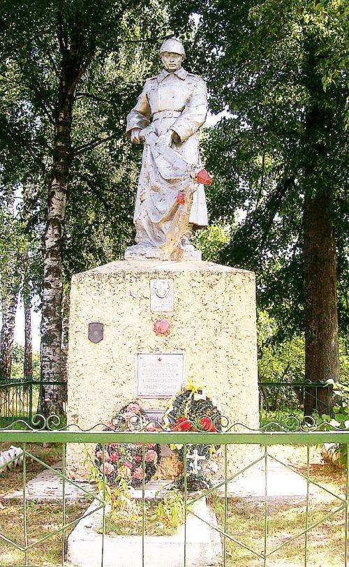 д. Ректа Горецкого р-на. Памятник, установленный на братской могиле, в которой похоронено 14 советских воина, в т.ч. 11 неизвестных.