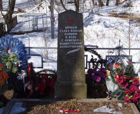 г. Могилев. Памятник на Машековском кладбище, установленный в 1965 году на братской могиле, в которой похоронено 18 воинов 172 стр. дивизии, павших при обороне города.